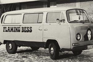 Flaming Bess Bandbus